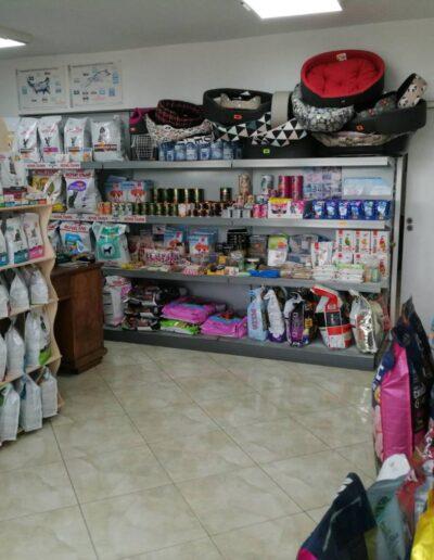 Food, preventive care, and accessories at MedinaVets Pet Store in Veliko Tarnovo